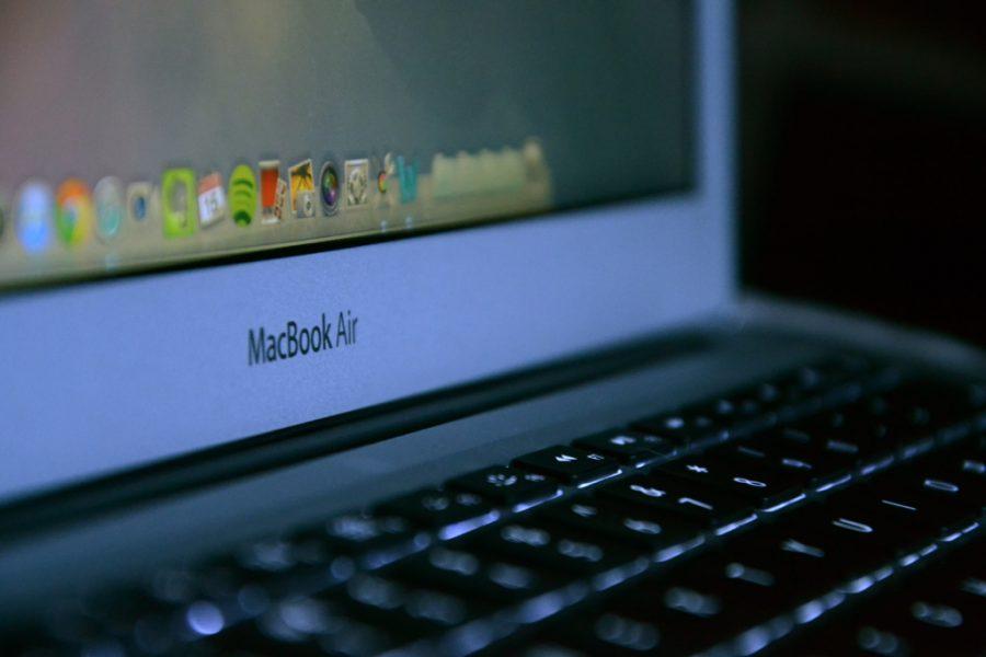 %22MacBook+Air%22+by+Daniel+Dudek+is+licensed+under+CC+BY+2.0