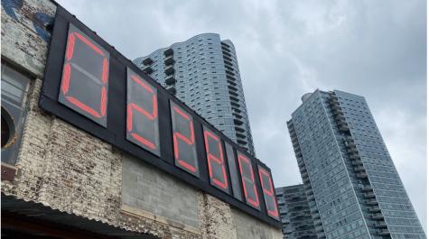 Queens Clock Countsdown the Days Till Trump Leaves Office