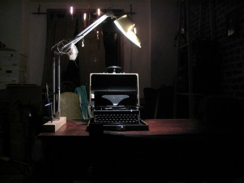 """""""Royal typewriter"""" by phooky is licensed under CC BY-SA 2.0"""